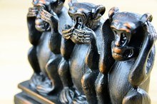 3 monkeys see no evil hear no evil